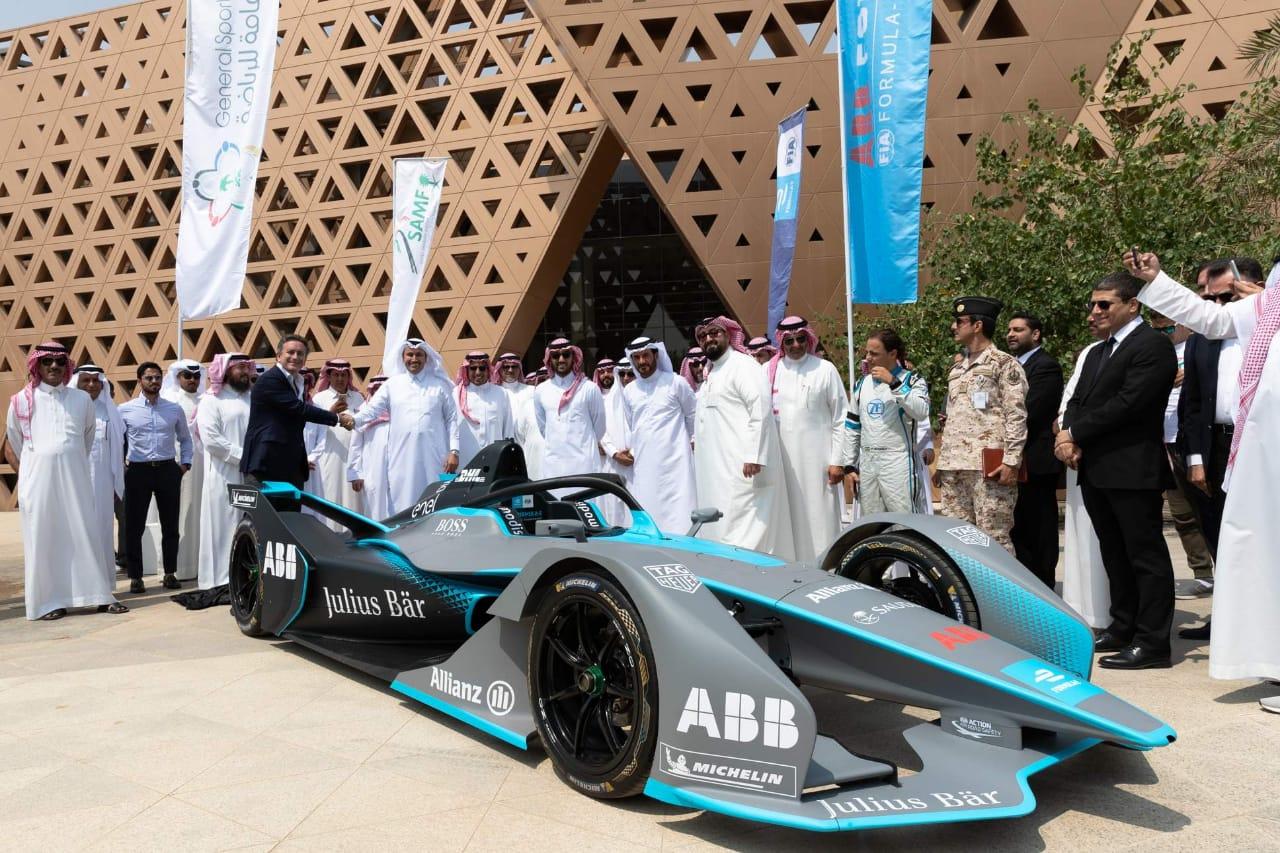 """السعودية تطلق """"فورميلا إي"""".. وتتيح تأشيرة سياحية لحضور السباق التاريخي"""
