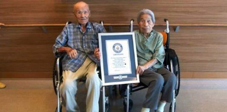 اليابان.. أكبر زوجين معمرين في العالم يحكيان كواليس زفافهما أيام الحرب