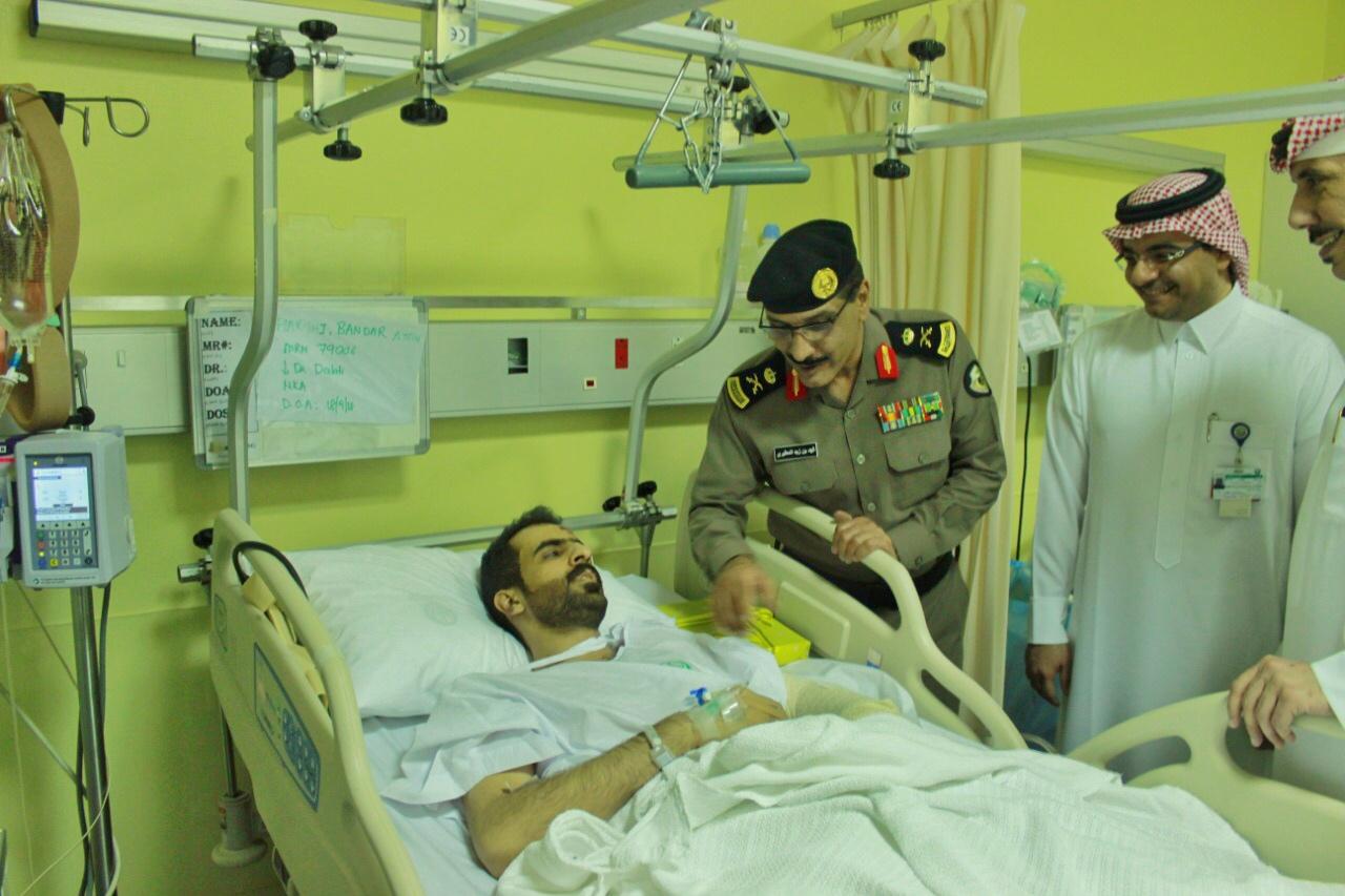 اللواء المطيري يتفقد الحالة الصحية للملازم أول العيسى والرقيب أول الحارثي