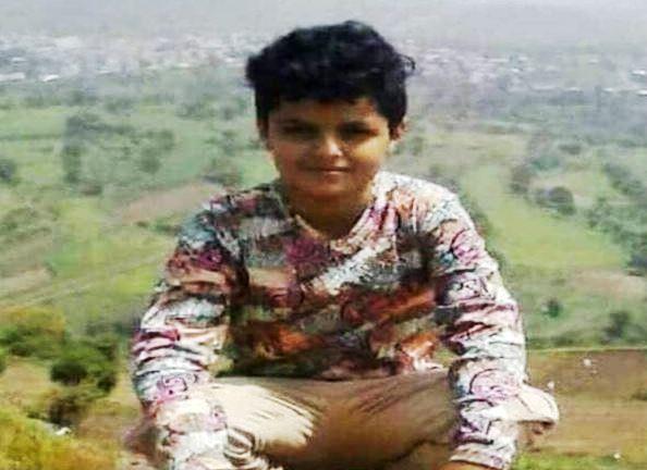 بسبب كرة قدم.. قيادي حوثي يقتل الطفل اليمني أكرم عطران