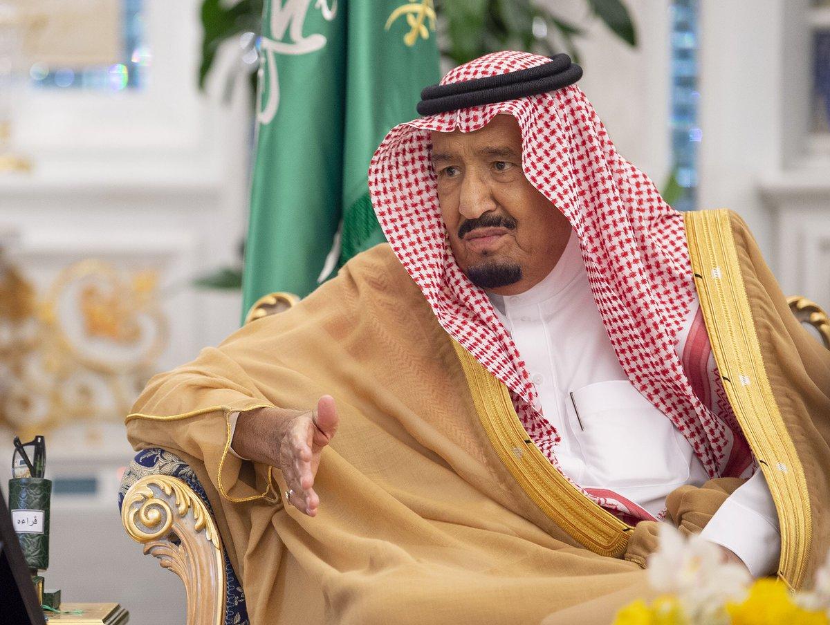 خادم الحرمين يتسلم التقرير السنوي الـ54 لمؤسسة النقد العربي السعودي