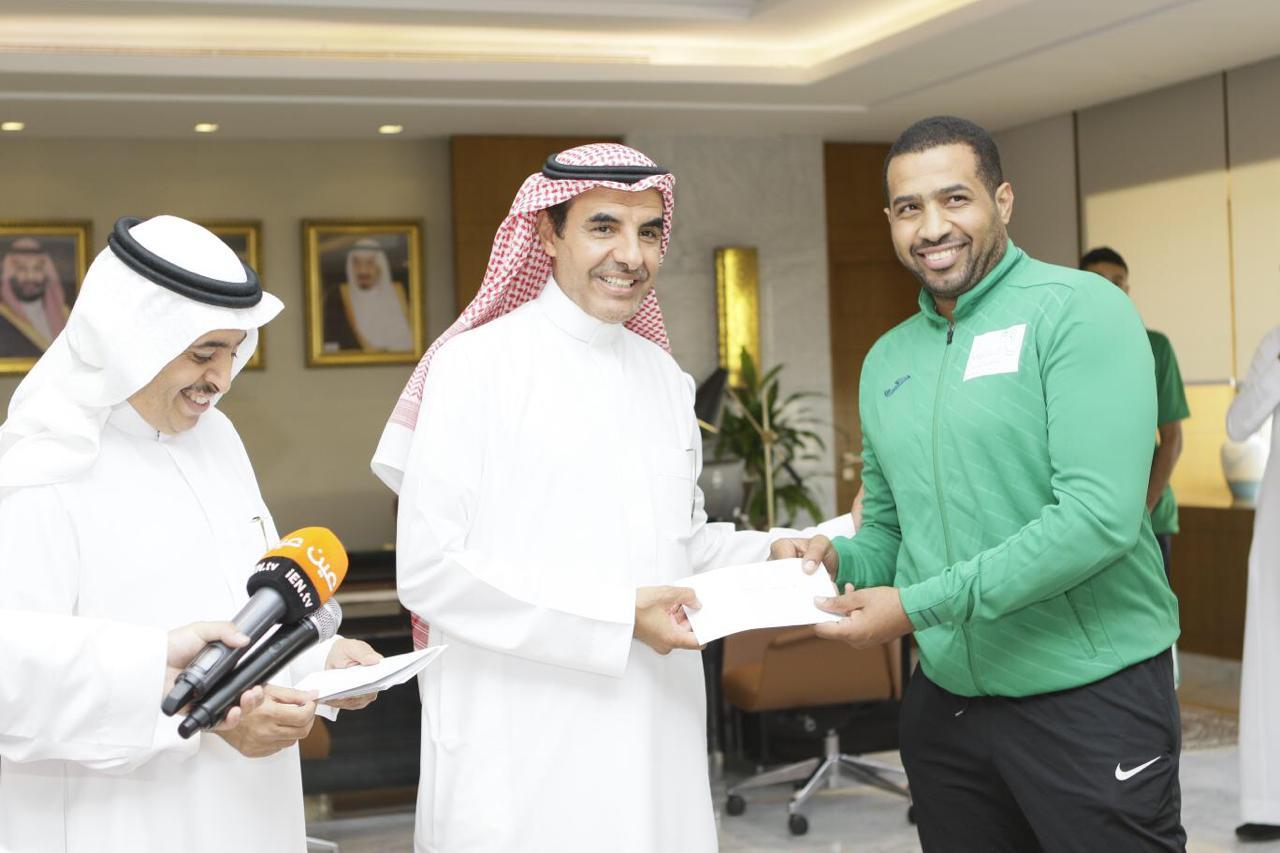 نائب وزير التعليم يكرم منتخبات الجامعات السعودية المشاركة في ألمانيا واليابان