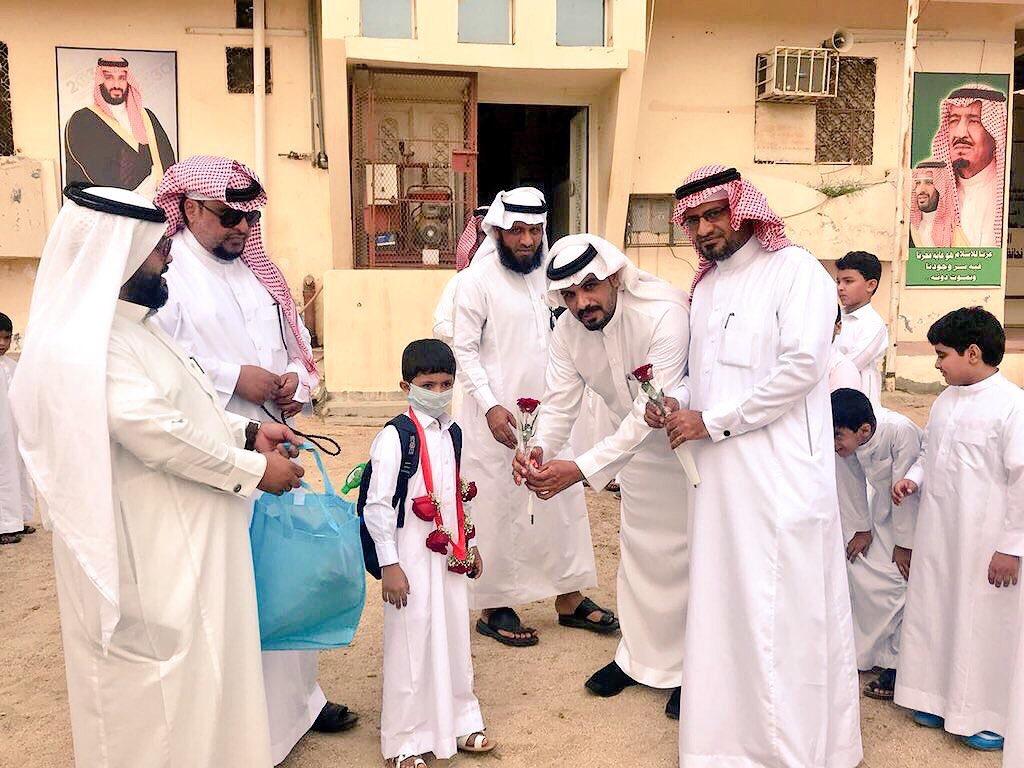 وزير التعليم يشكر قائد مدرسة وزملاءه لقيامهم بعمل نبيل تجاه أحد الطلاب