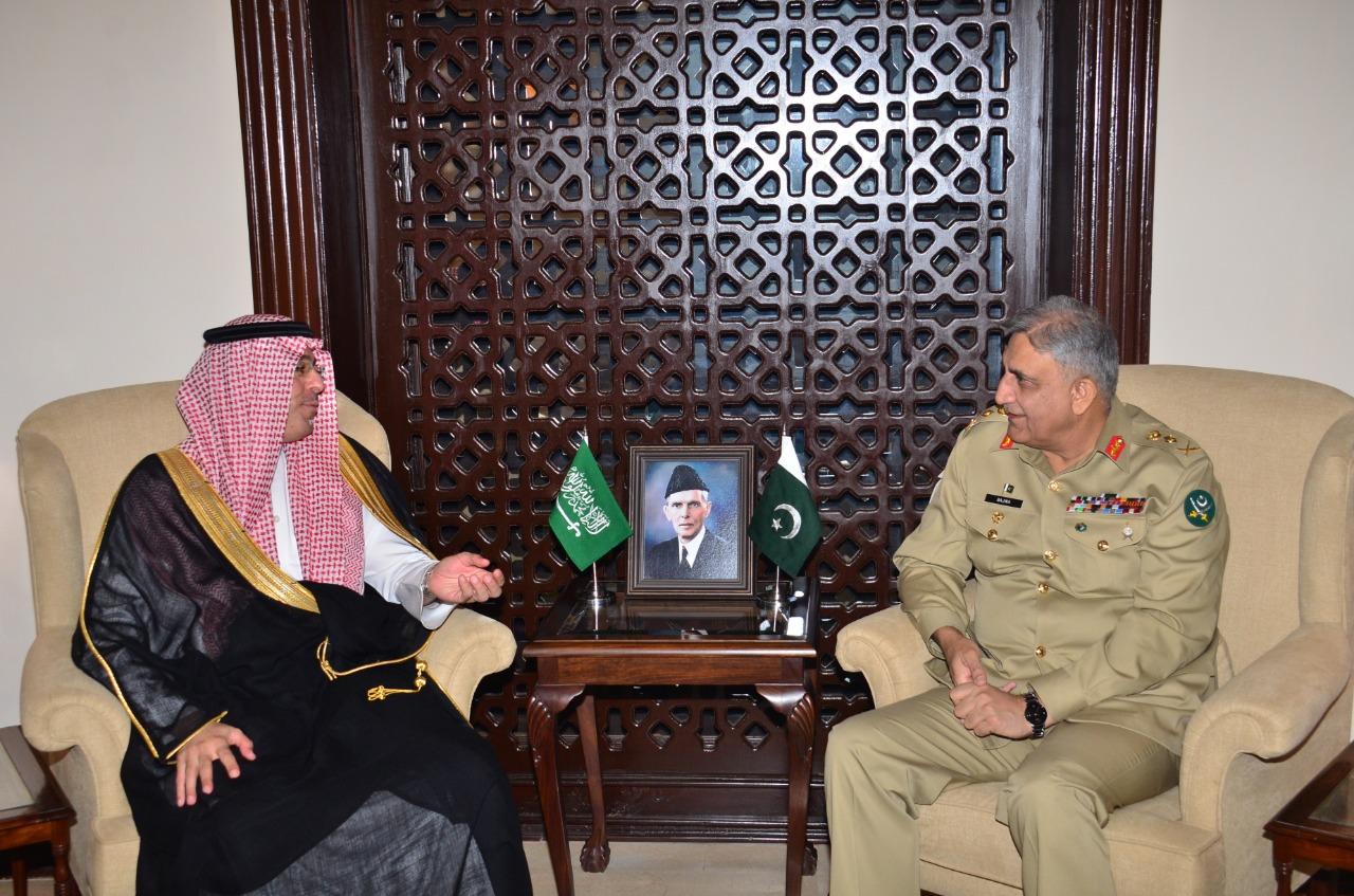 قائد الجيش الباكستاني يستقبل وزير الإعلام السعودي
