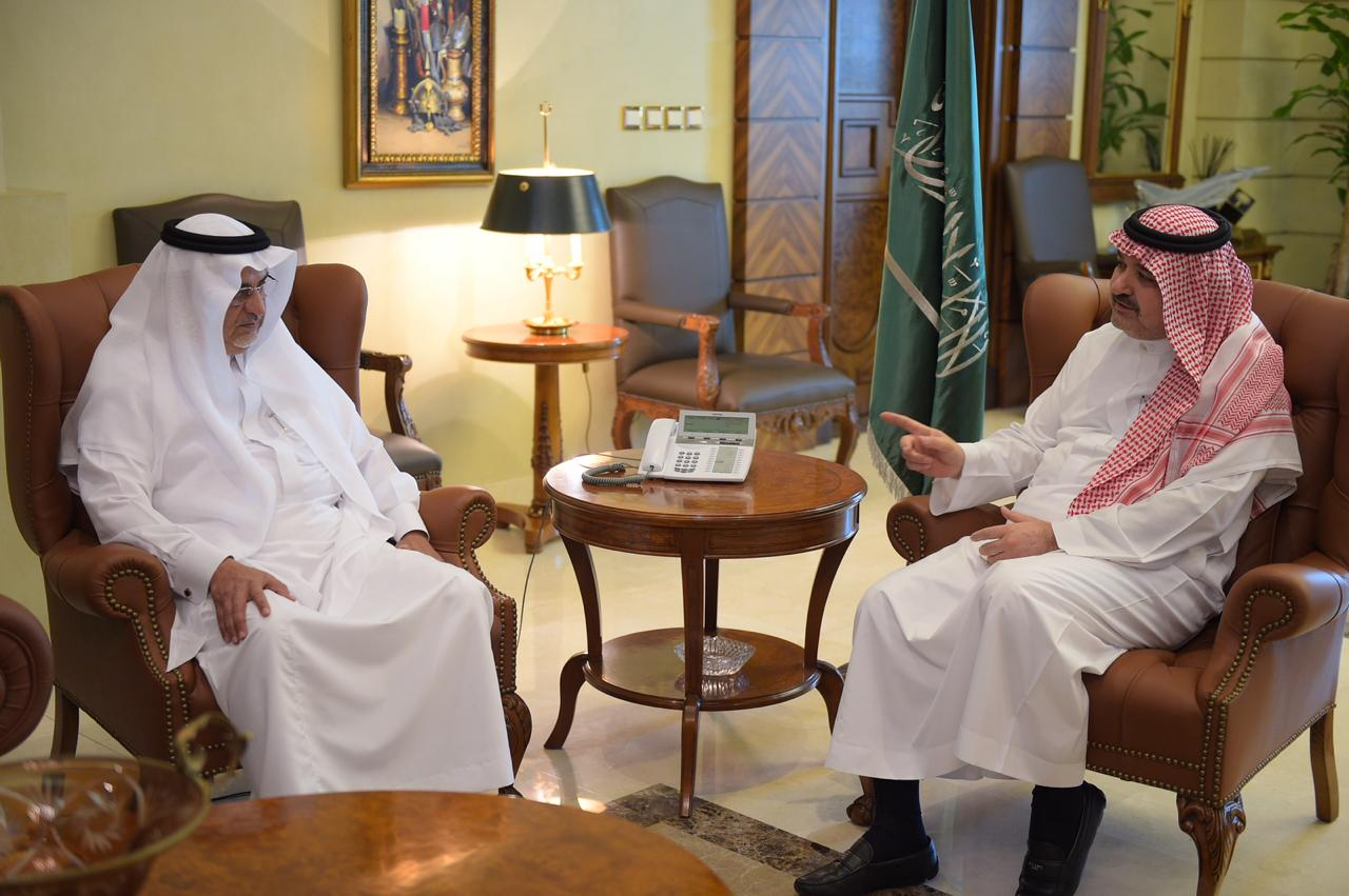 """محافظ جدة يبحث دور الجمعيات الخيرية مع رئيس وأعضاء """"البر"""""""