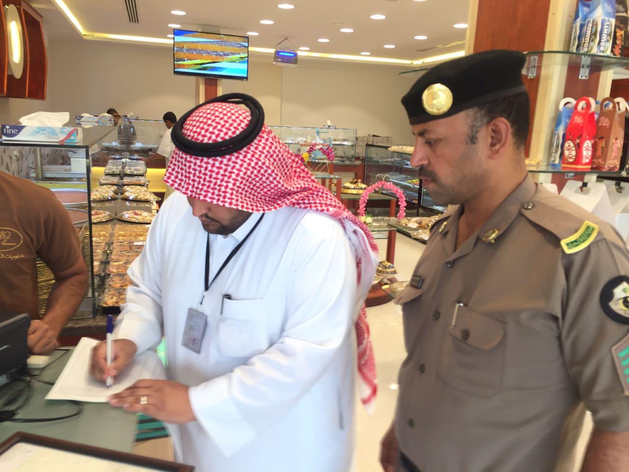«عمل الرياض» يُحرر 60 مخالفة وينذر 44 منشأة في العاصمة ومحافظاتها