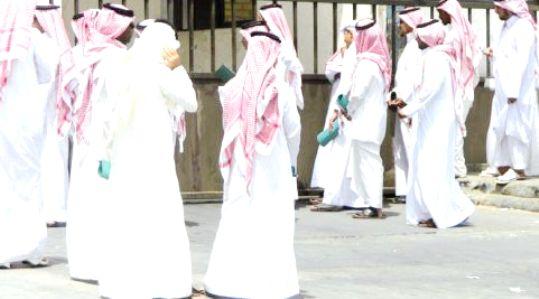 كاتب سعودي:الواسطة فساد.. هناك صورة تتكرر شبه يومياً في المناطق