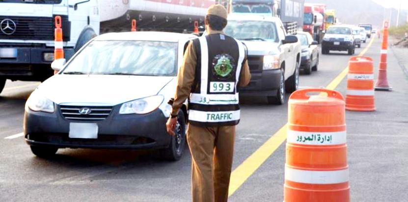 المرور: عقوبات فورية على الملصقات الدعائية في السيارات