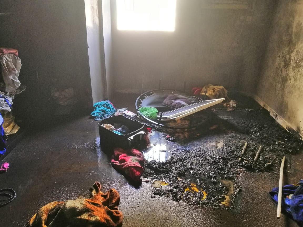 بالصور.. مدني ينبع يباشر حريق احتجز وأصاب 3 أطفال وامرأة