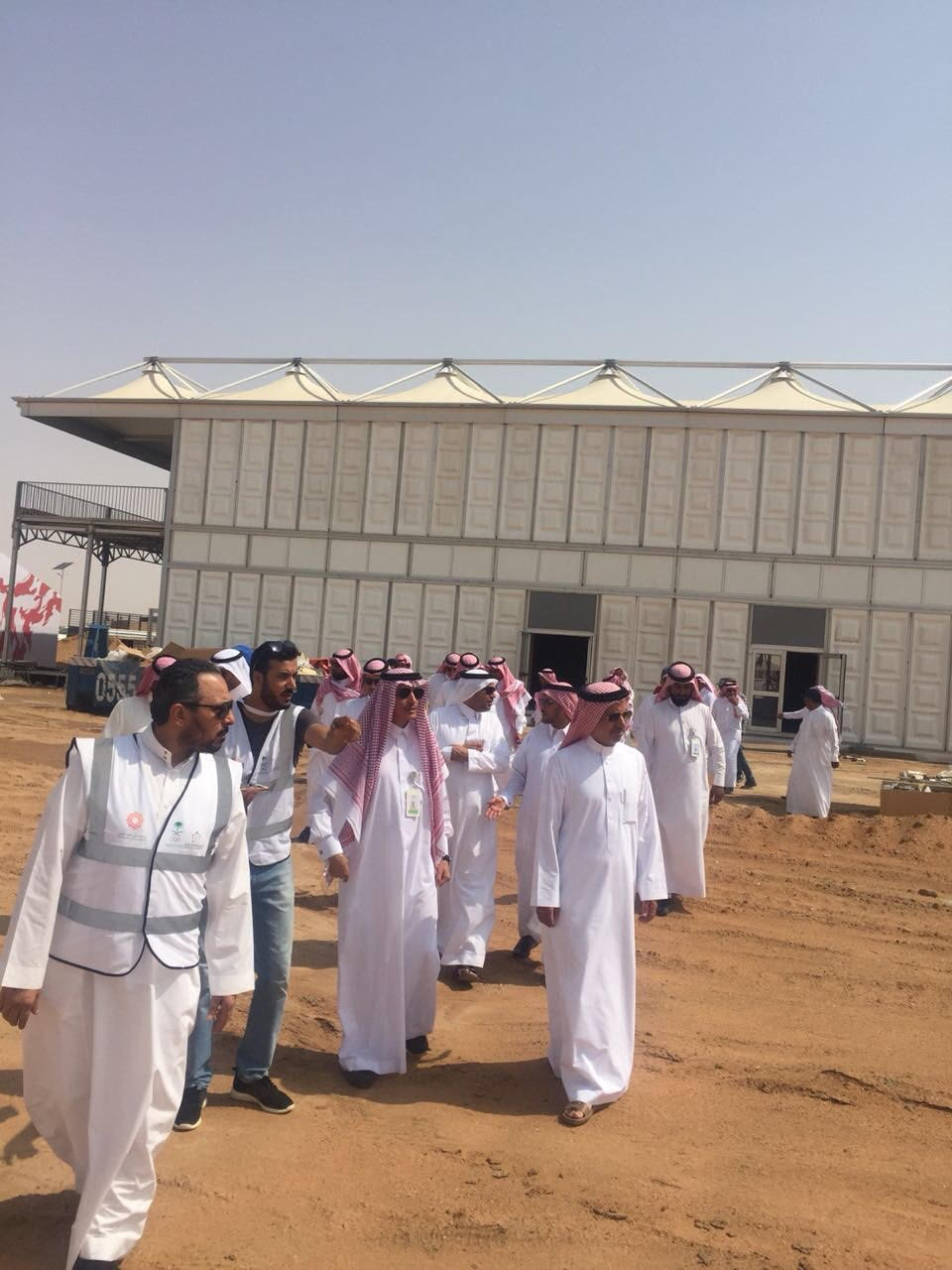 أمين الطائف يقف على سير العمل في مضمار الهجن