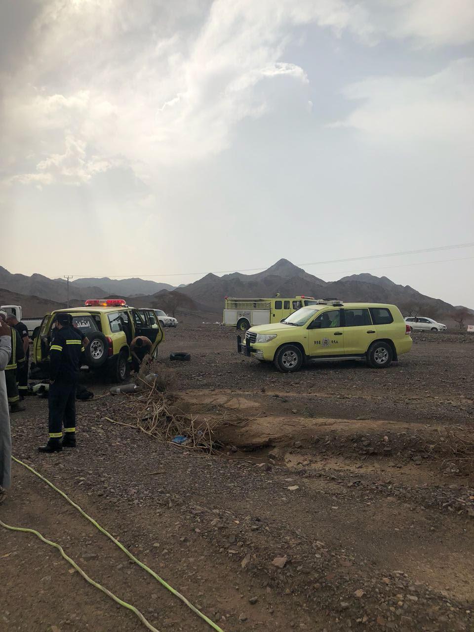 مدني المدينة يخرج جثة مقيم يمني من داخل مستنقع مائي