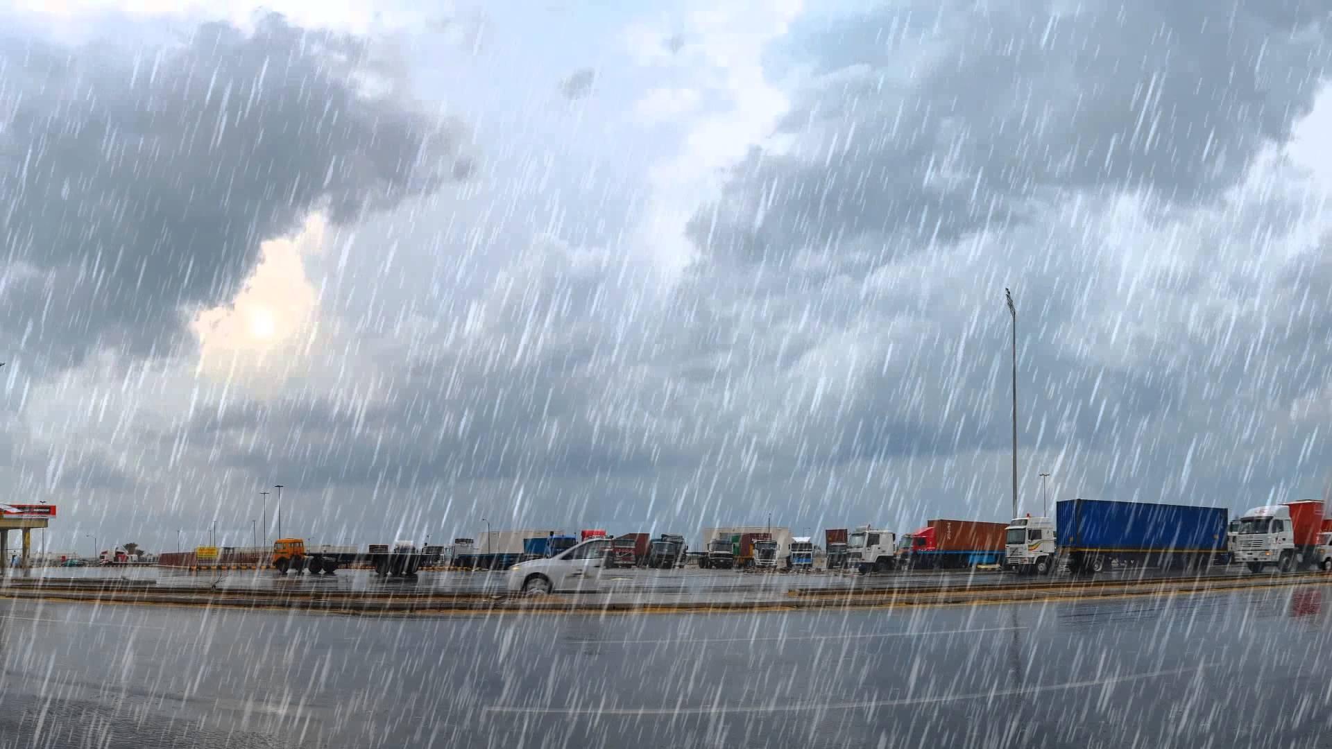 أمطار متواصلة وسماء ملبدة بالغيوم ورعد وبرق في سماء محافظة الطائف