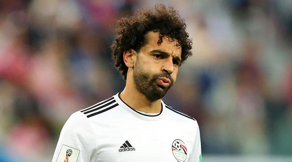 """""""ميسي"""" يرحب بانتقال """"صلاح"""" إلى برشلونة"""