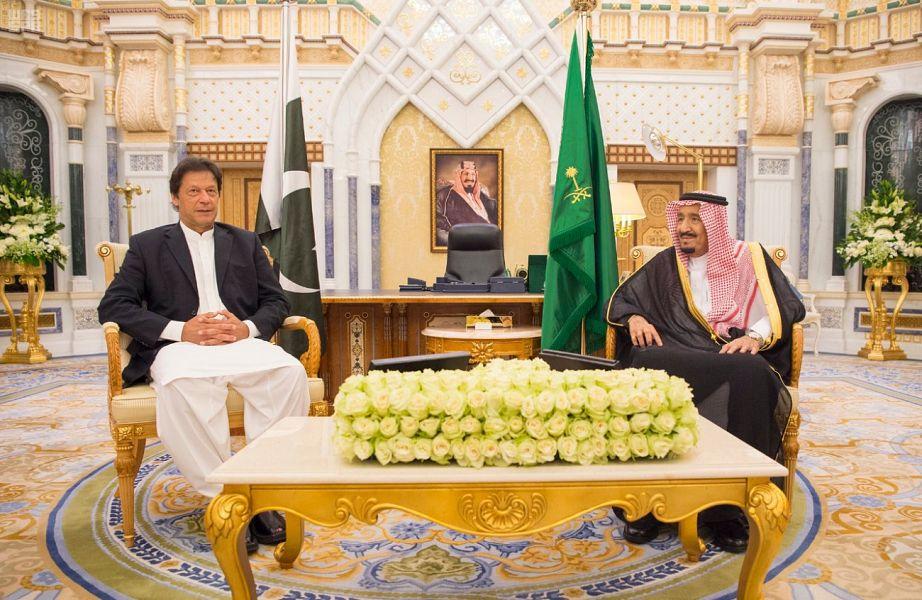 خادم الحرمين يستقبل رئيس وزراء باكستان