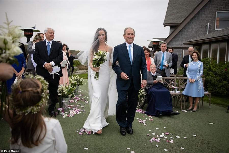 """بالصور.. ابنة """"بوش"""" تُخلد ذكرى وفاة جدتها في زفافها"""