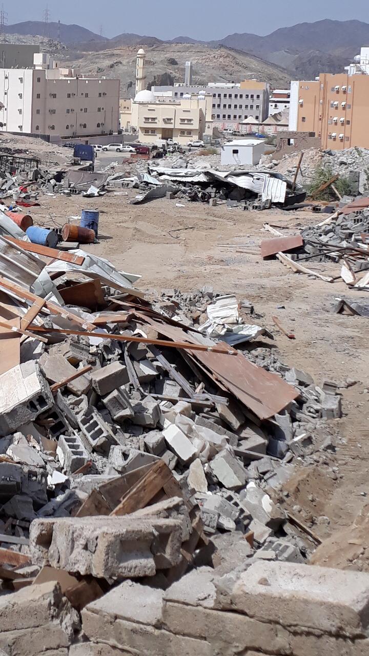 بالصور: إزالة مباني مسلحة مخالفة بمكة المكرمة