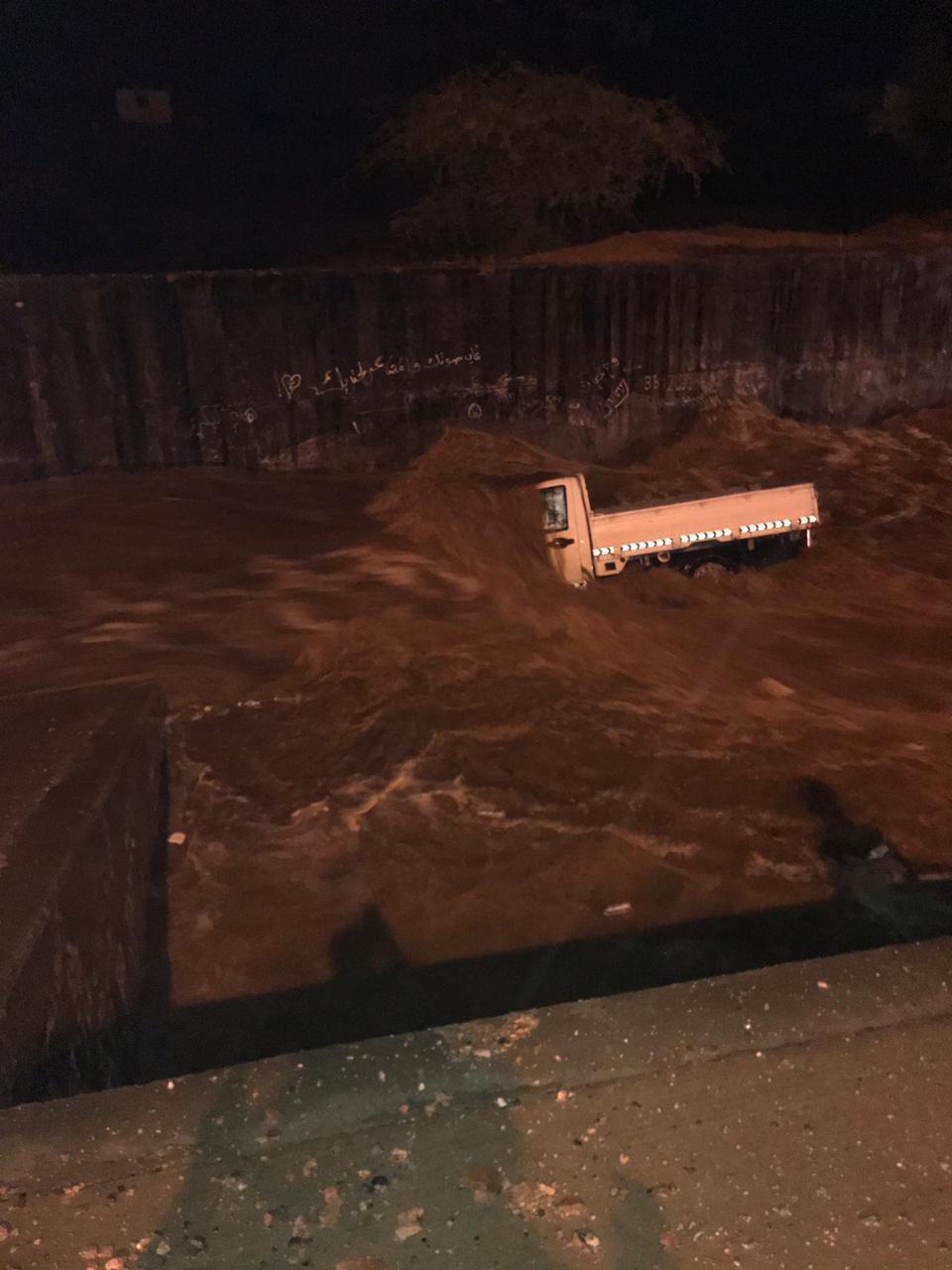 غرق شخص بمسبح في العلا وحالات احتجاز بسبب أمطار الطائف