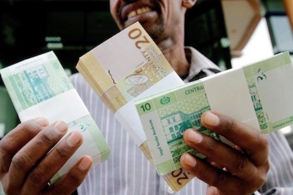 السودان يخفّض قيمة العملة الوطنية