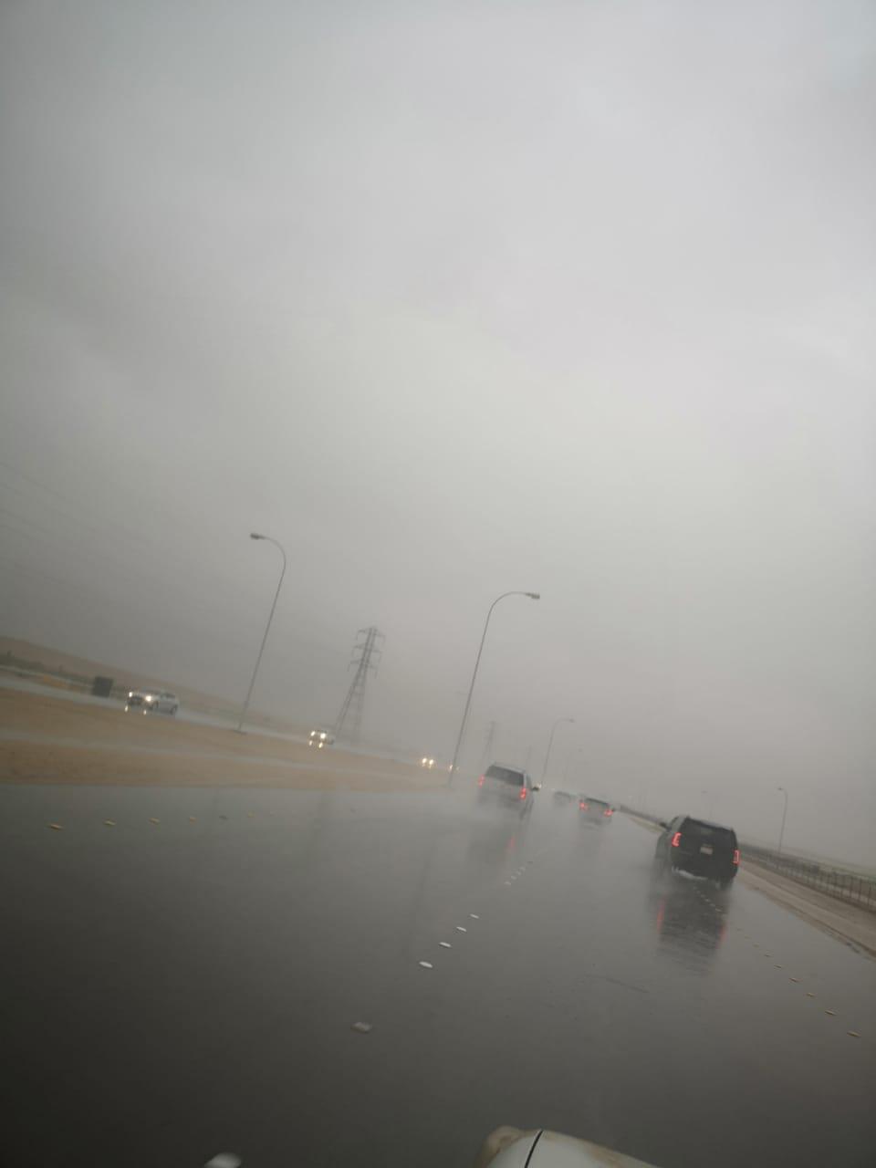 بالصور.. أمطار غزيرة على العاصمة الرياض