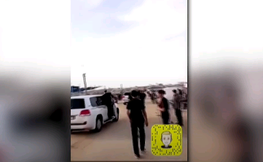 حقائب محملة بملايين الدولارات.. لحظة طرد السفير القطري من غزة بالحجارة