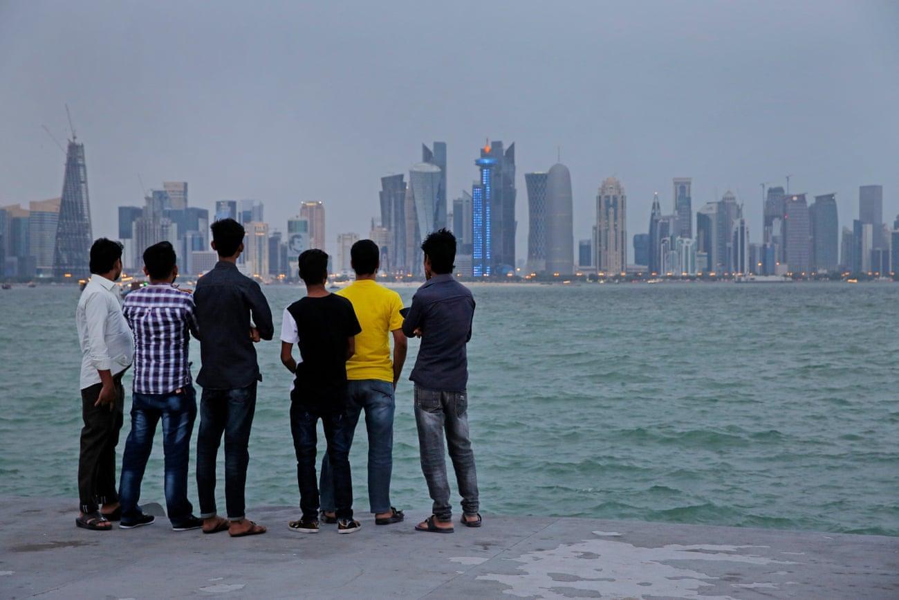 دويتشه فيله: في قطر.. مليارات للملاعب وملاليم للعمال