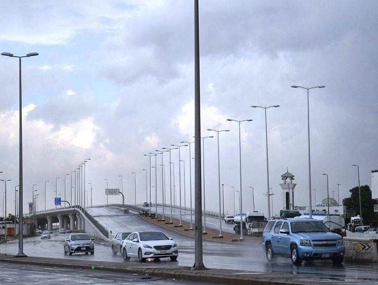 استمرار هطول الأمطار الرعدية بمناطق المملكة