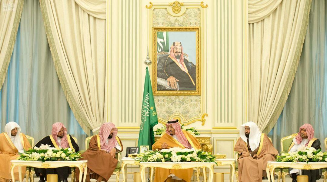 خادم الحرمين يستقبل أعضاء المجلس الأعلى للقضاء والمحكمة العليا ورؤساء المحاكم وكتابات العدل