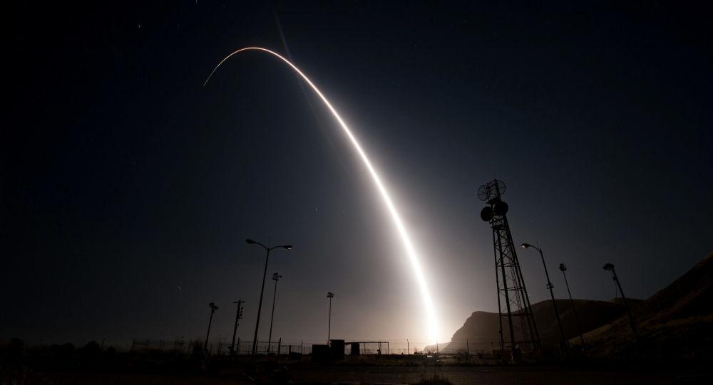 الولايات المتحدة تجرى اختبارا لصاروخ باليستي عابر للقارات