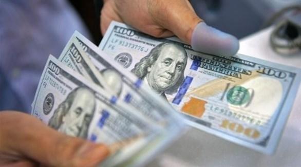 الدولار قرب أدنى مستوى في شهرين ونصف