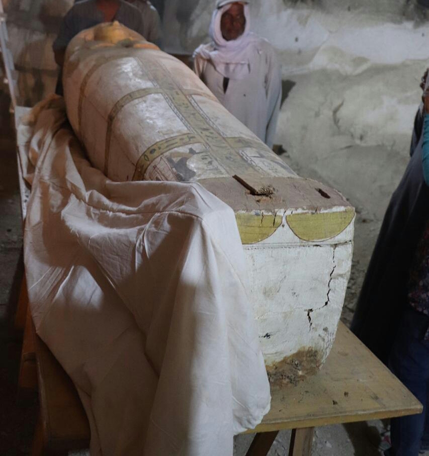اكتشاف لوحة وتابوت من عصر الأسرة الـ18 بالأقصر المصرية