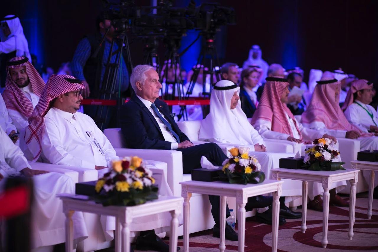 بالصور: وزير الصحة يدشن الاجتماع الاستشاري لتخصصي العيون