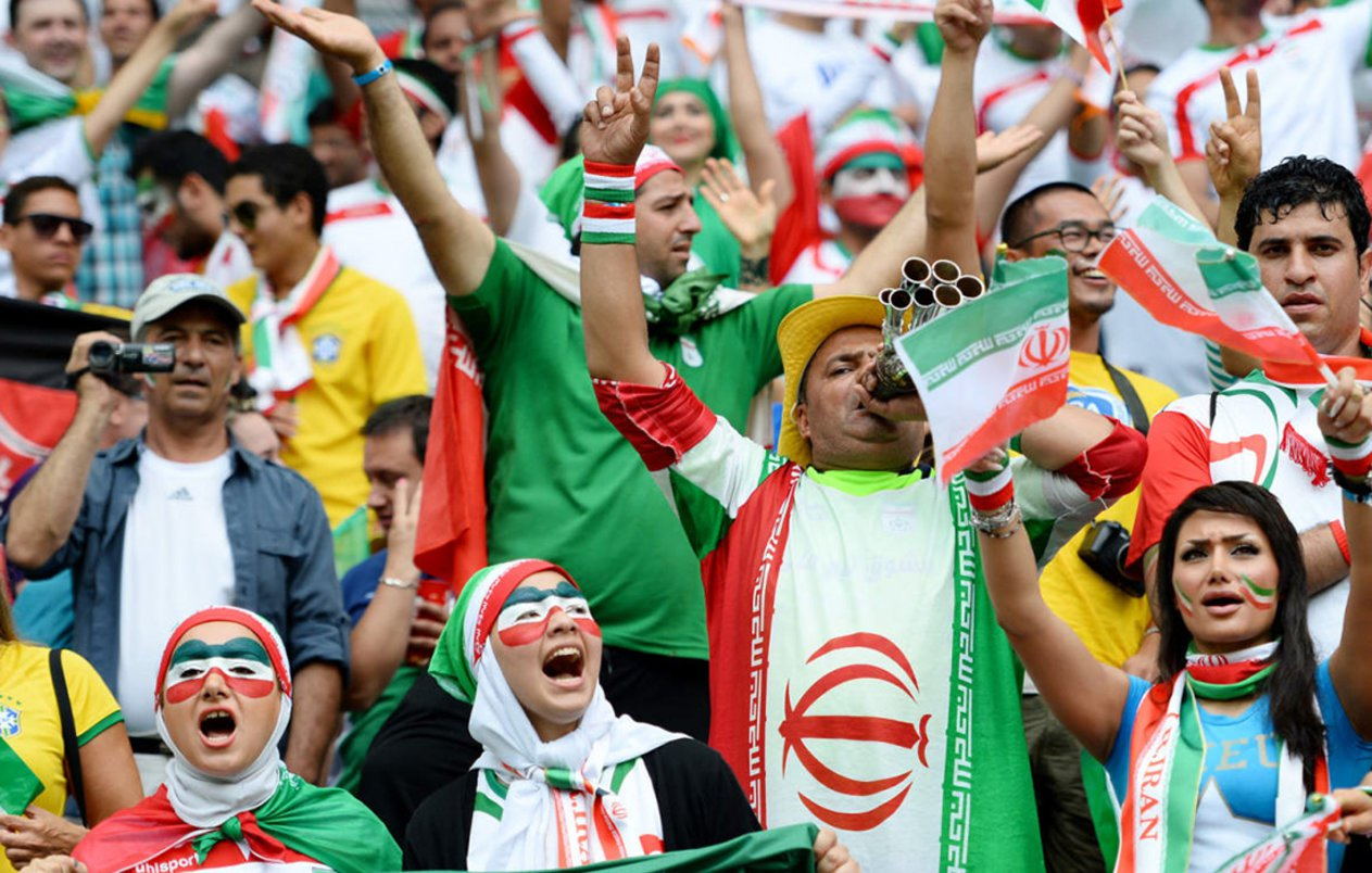 الفيفا يعاقب إيران بسبب تشجيع النساء