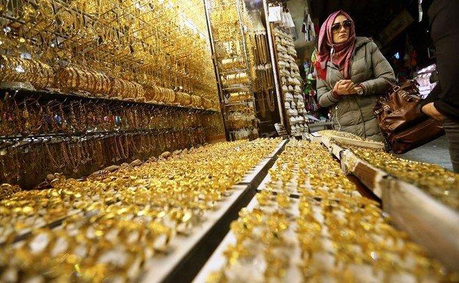 الذهب يرتفع من أقل مستوى له في شهر