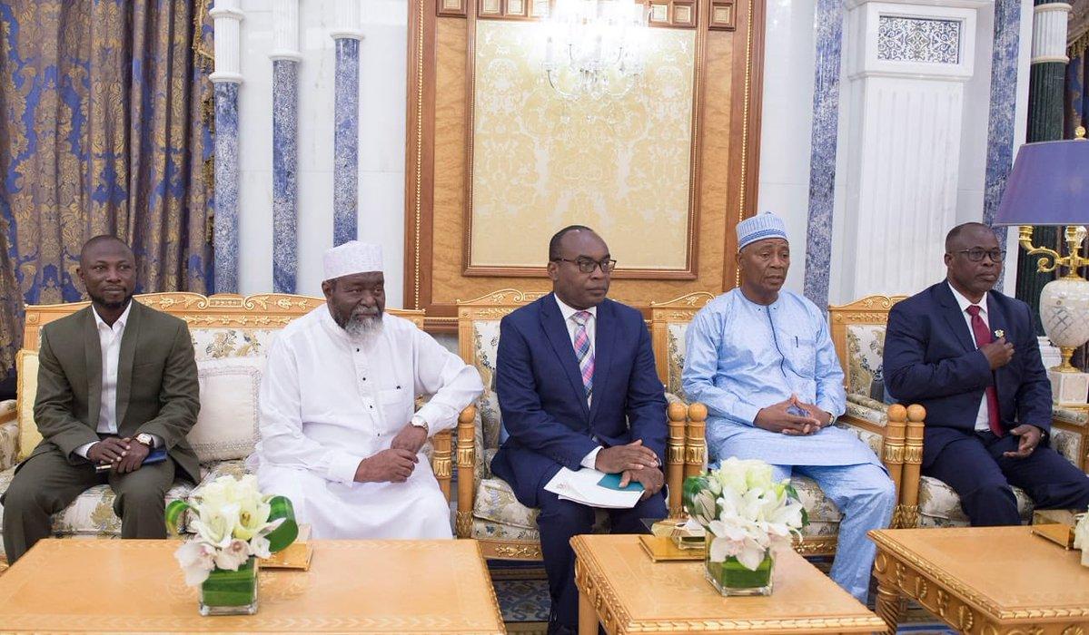 خادم الحرمين يتسلّم رسالة من رئيس جمهورية غانا DrJrThfXQAAttmc.jpg