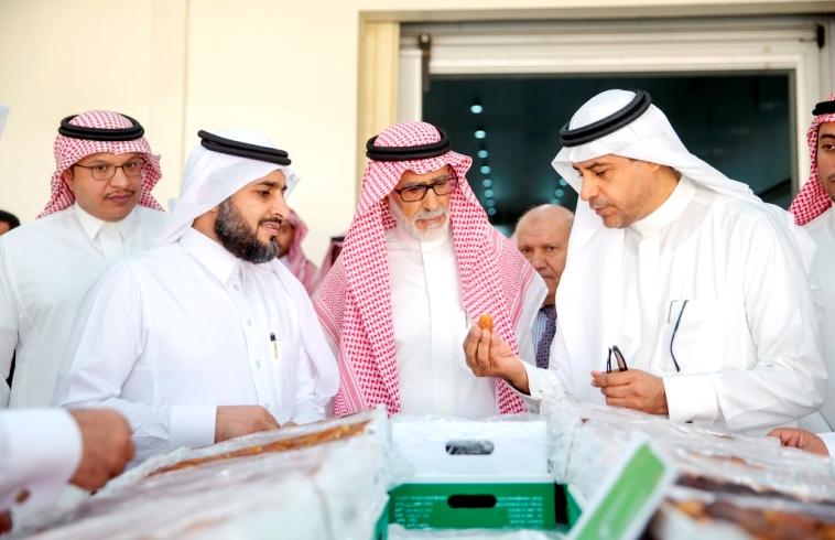 بالصور: نائب وزير البيئة يزور مشروع الباطن بإدارة أوقاف الراجحي