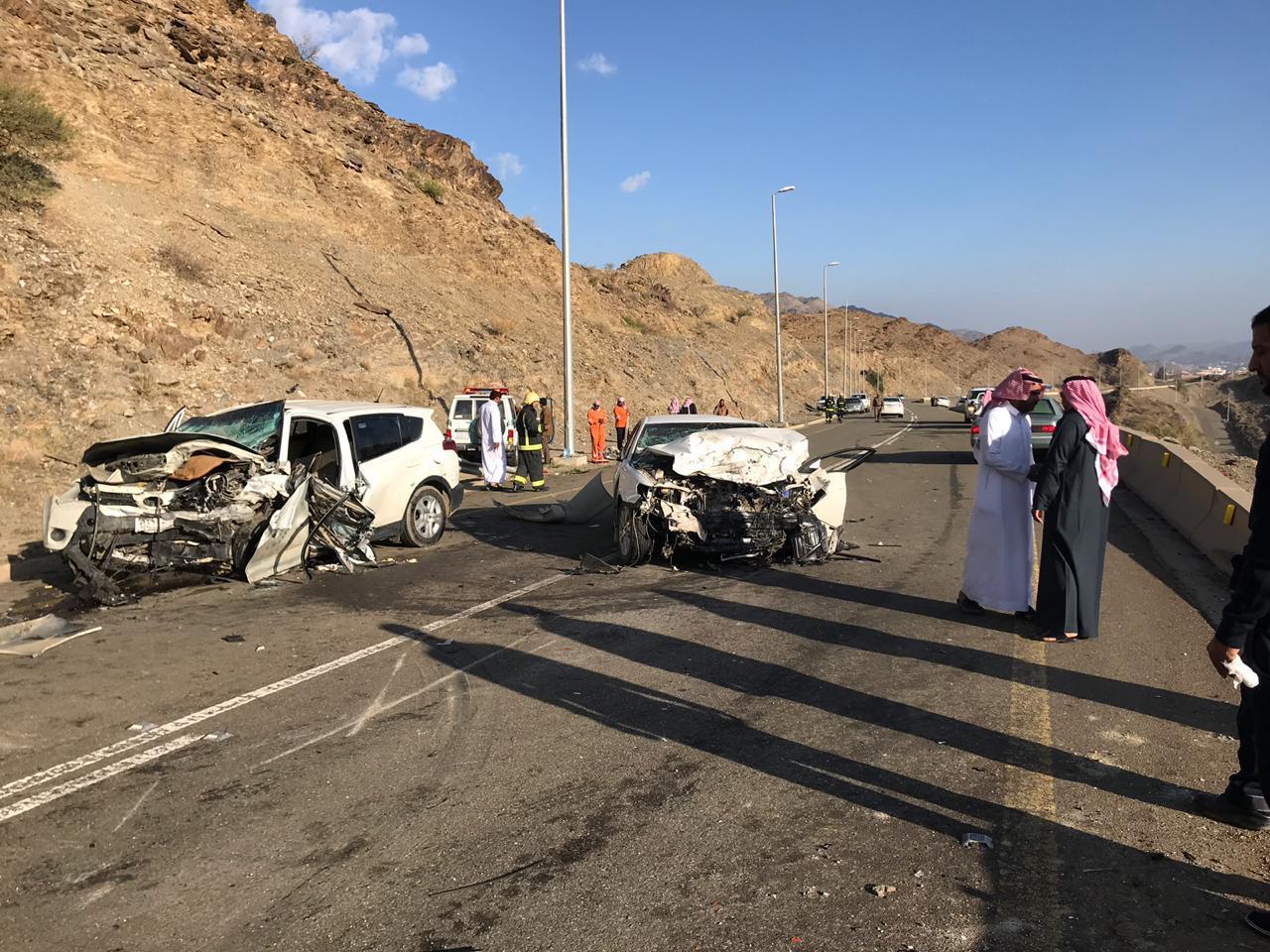 وفاة شخص وإصابة اثنين في حادث سير بالباحة
