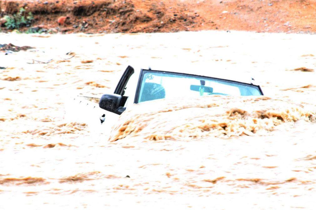 شاهد: حوادث واحتجازات في أمطار الطائف