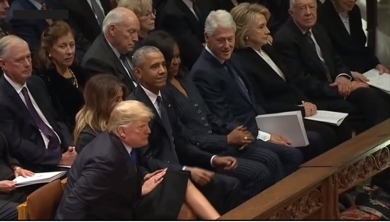 """ترامب يواصل """"أفعاله الغريبة"""".. حتى في جنازة بوش الأب"""
