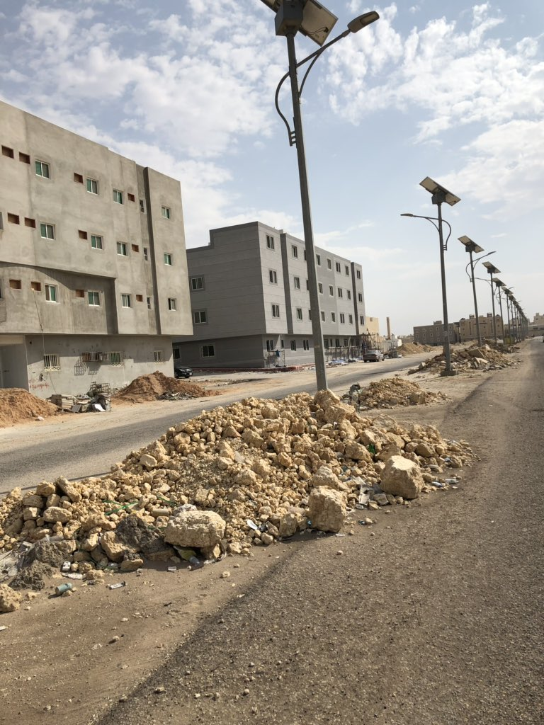 مواطنون يطالبون أمانة منطقة الرياض بإزالة مخلفات البناء