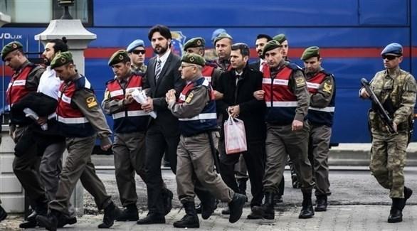 مذكرة اعتقال ضد 53 ضابطاً وجندياً في الجيش التركي