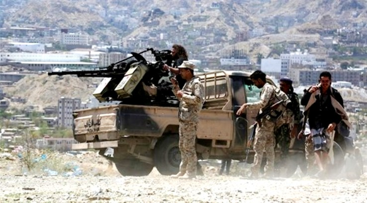 مدفعية الجيش اليمني تدمر آليات لميليشيا الحوثي في جبهة نهم