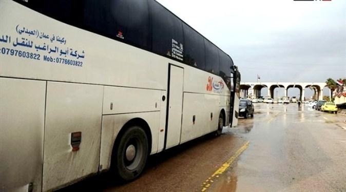 دفعة جديدة من اللاجئين السوريين تغادر الأردن