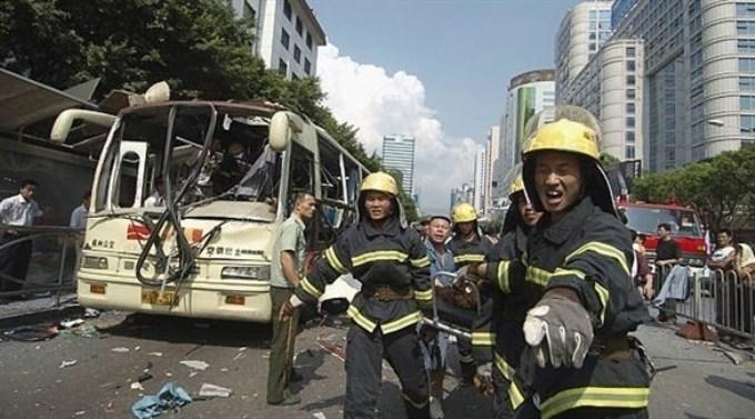 إصابة 17 شخصاً بانفجار قنبلة داخل حافلة في الصين