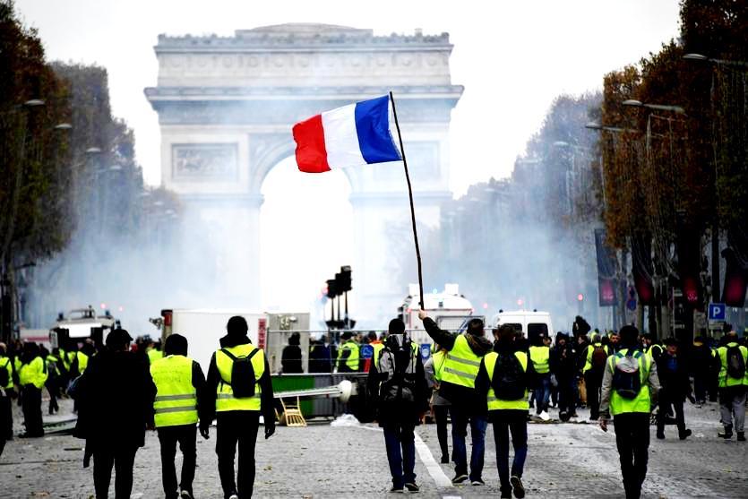 فرنسا تستعد اليوم لاحتجاجات السترات الصفراء