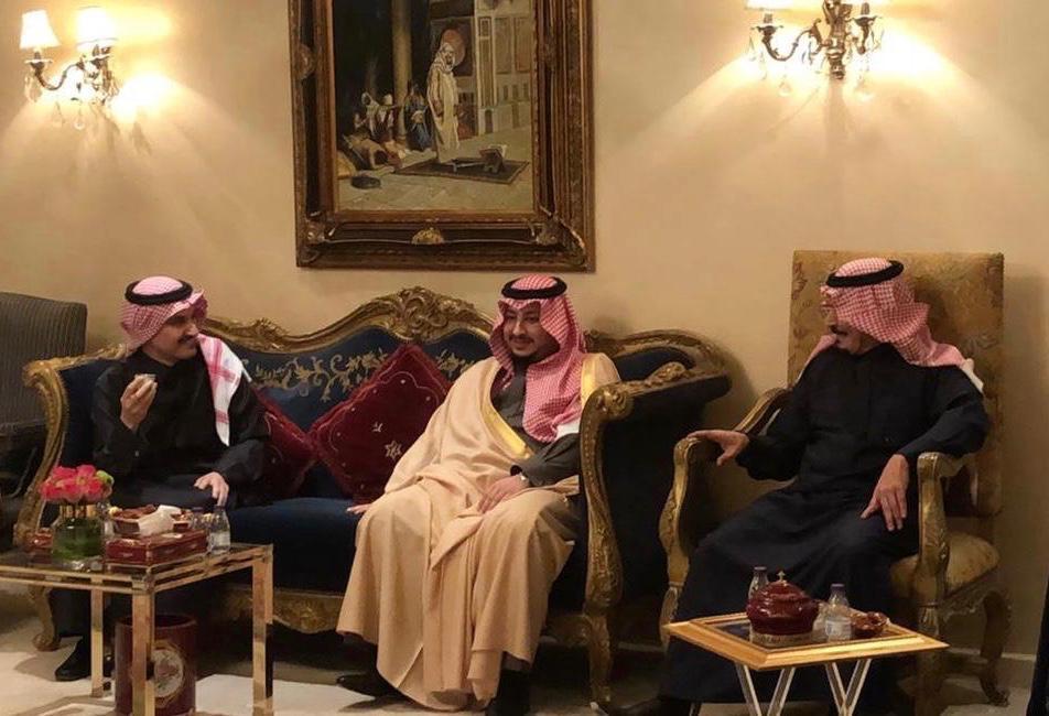 نائب أمير الجوف يزور الشيخ محمد ابن حميد في منزله
