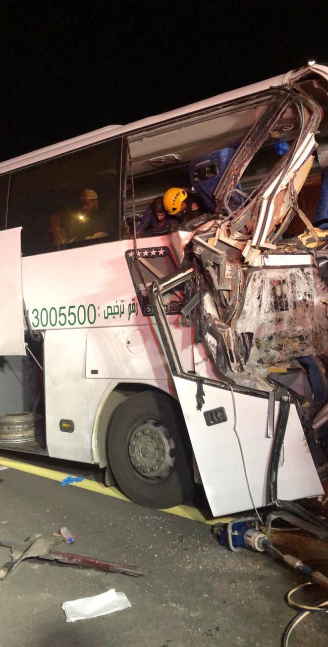 جدة.. وفاة و9 إصابات في تصادم على طريق المدينة