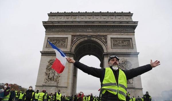 السلطات الفرنسية تقرر إغلاق برج إيفل تحسبا لاحتجاجات السبت