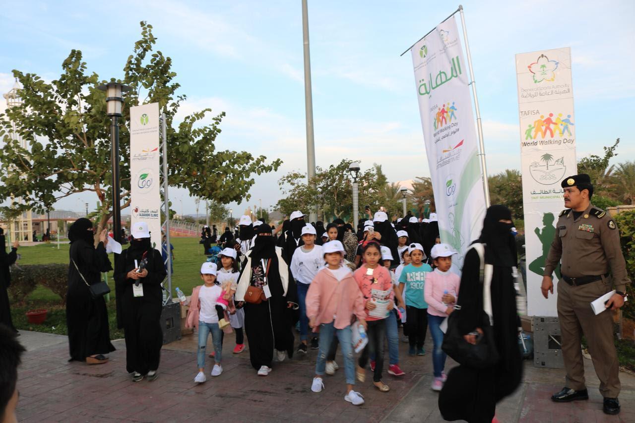 1015 مواطنا بالطائف يشاركون في يوم المشي العالمي