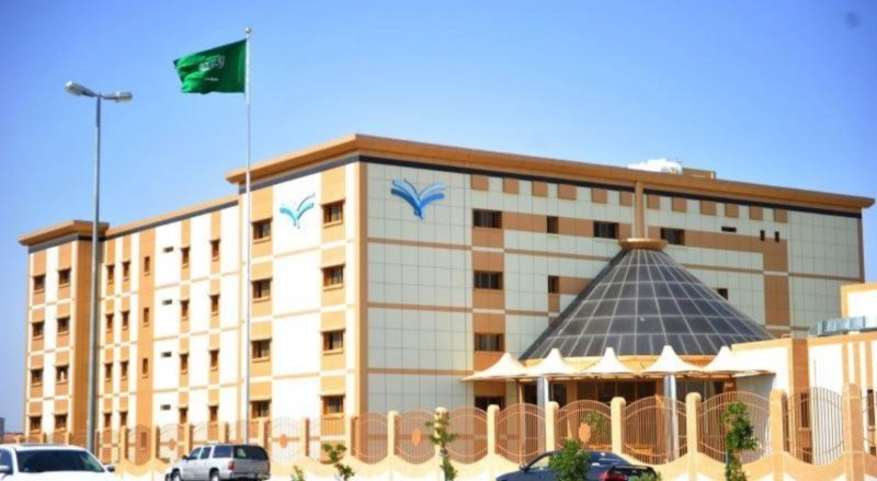 أندية مدارس الحي بالطائف تقدم خدمة تسجيل طلاب الصف الأول مجانا