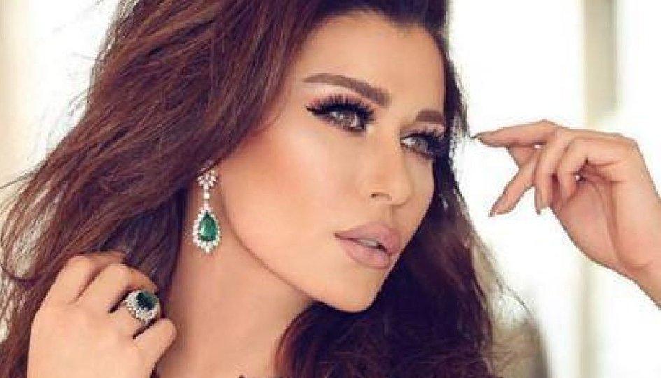 بعد خلاف حاد.. نادين الراسي ترقص مع ابنها احتفالا بالعام الجديد